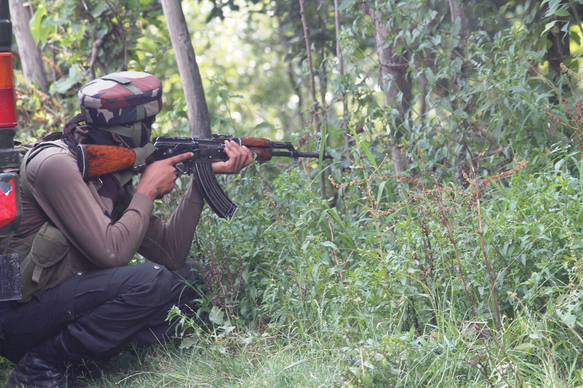 One terrorist killed in encounter with security forces in South Kashmir's Pulwama
